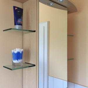 Badezimmerschrank mit Spiegeltür