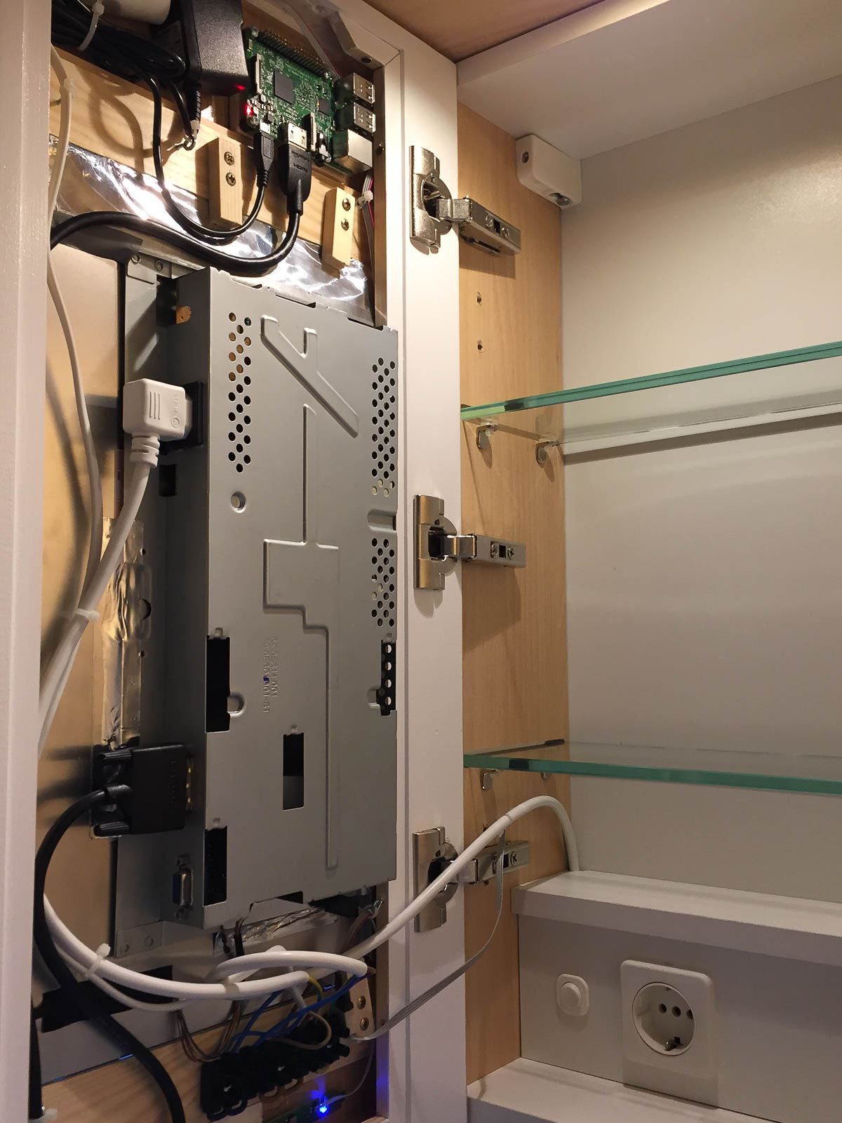 SmartMirror: Montageplatten und Installation der Hardware